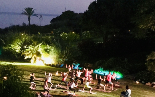 Full Moon Yoga - Vila Vita Park